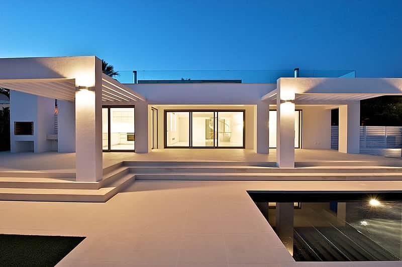 Construção de moradias e piscinas